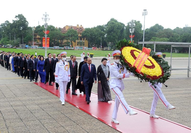 Lãnh đạo Đảng, Nhà nước và đại biểu Quốc hội vào Lăng viếng Chủ tịch Hồ Chí Minh -0