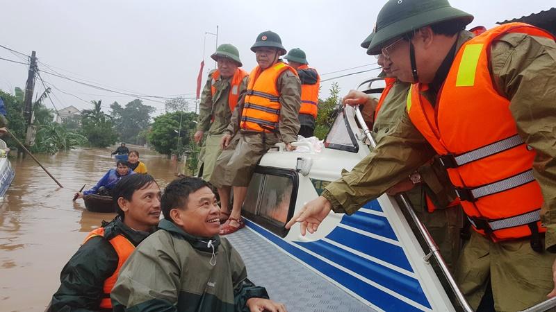 Phó Thủ tướng Trịnh Đình Dũng kiểm tra công tác ứng phó mưa lũ ở Hà Tĩnh. -0