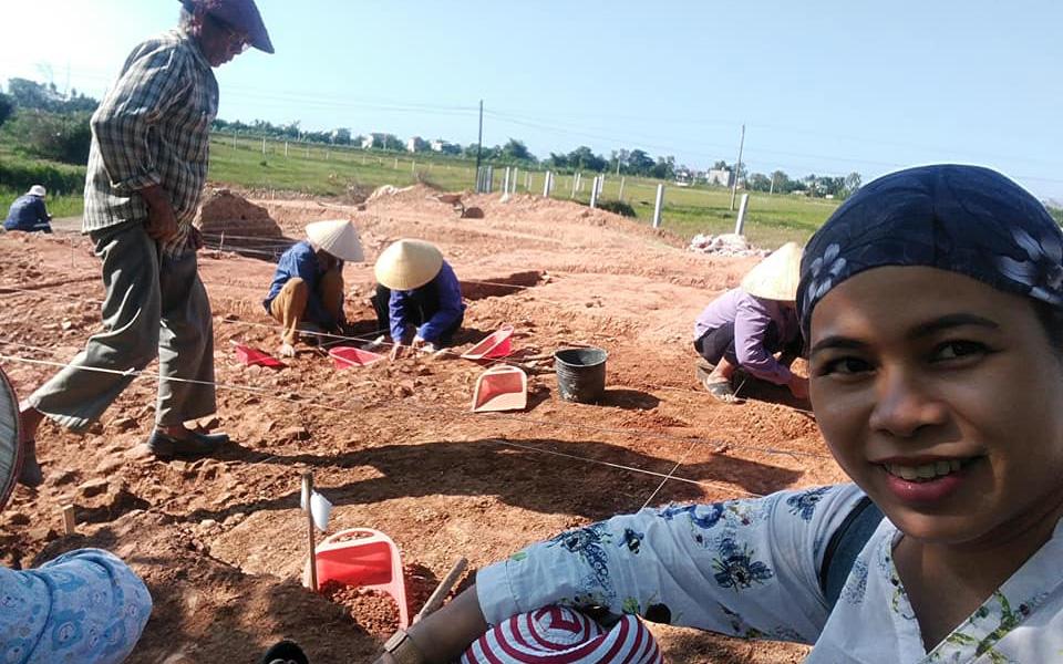 Những bóng hồng trên công trường khảo cổ -0