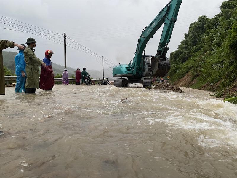 Các tuyến quốc lộ qua Quảng Bình ảnh hưởng nặng nề do mưa lũ -0