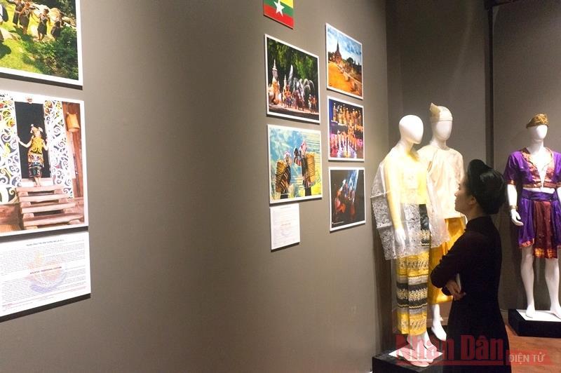 Sắc màu văn hóa đa dạng trong trang phục truyền thống ASEAN -0