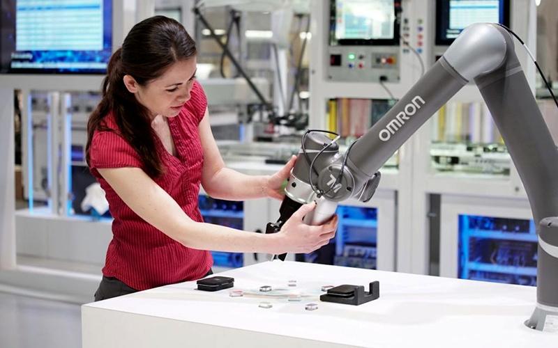 Đại dịch Covid-19 thúc đẩy chuyển đổi lao động từ con người sang robot -0