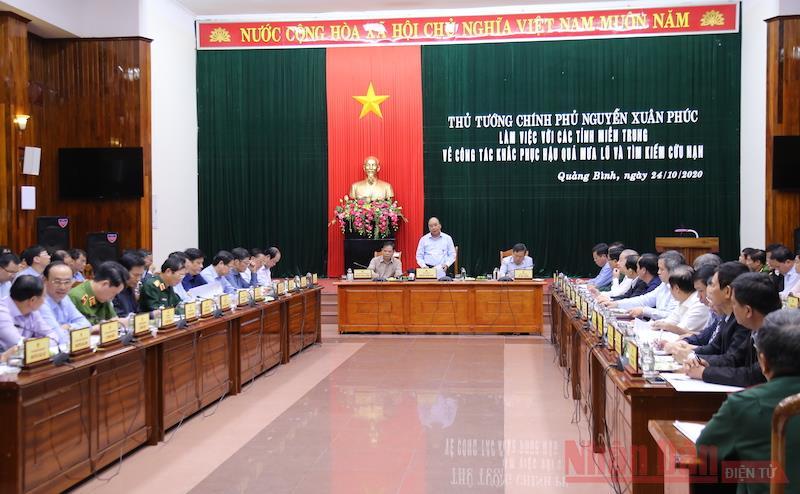 Thủ tướng Nguyễn Xuân Phúc làm việc với các tỉnh miền trung về công tác khắc phục hậu quả mưa lũ -0