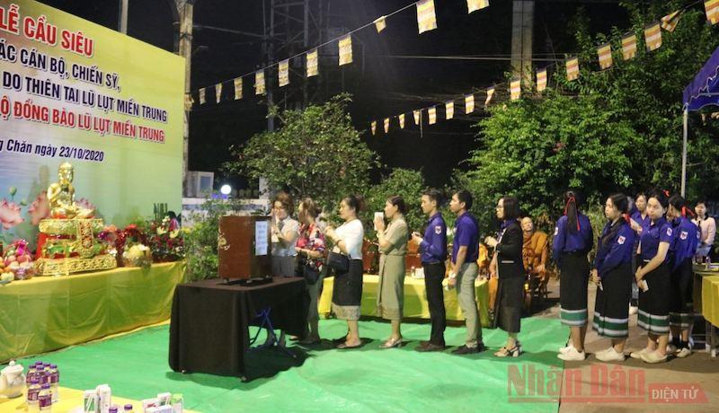 Chùa Phật tích Lào quyên góp ủng hộ đồng bào bị lũ lụt -0