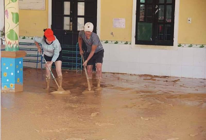 Hơn 300 điểm trường học ở Quảng Trị bị ảnh hưởng do lũ lụt lịch sử -0