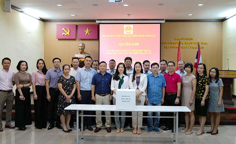 Đại sứ quán Việt Nam tại Thái Lan tổ chức quyên góp ủng hộ đồng bào miền trung -0