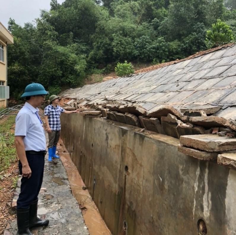 Di dời khẩn cấp Trường tiểu học Hòa Sơn trước nguy cơ lở núi -0