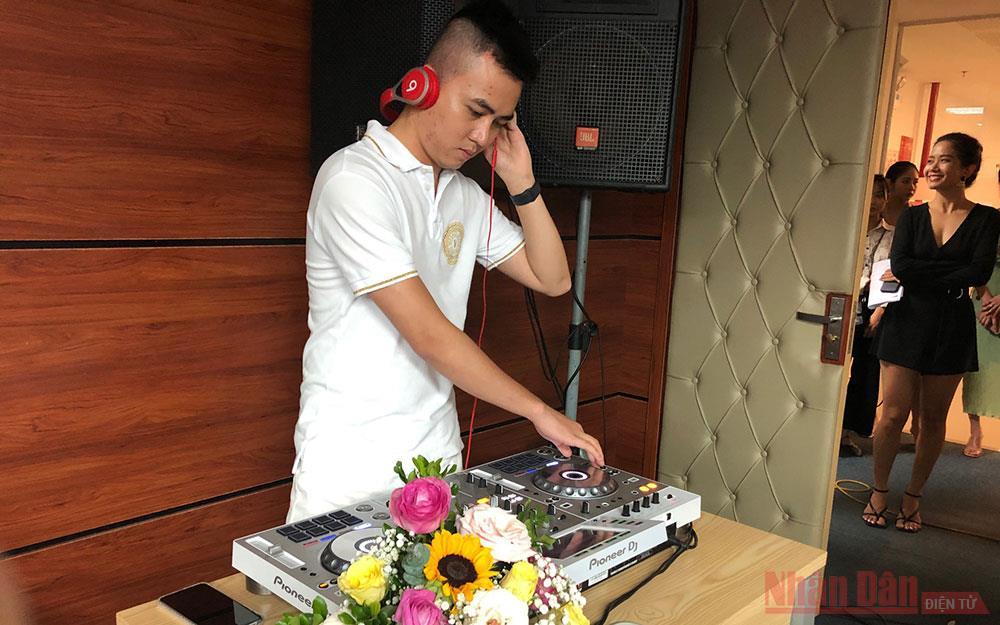 Lần đầu tiên thi DJ trên truyền hình -0