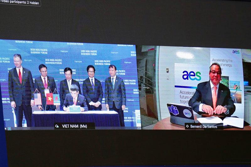 """PV GAS và Tập đoàn AES ký """"Thỏa thuận các điều khoản chính của Hợp đồng liên doanh dự án kho cảng LNG Sơn Mỹ"""" -0"""