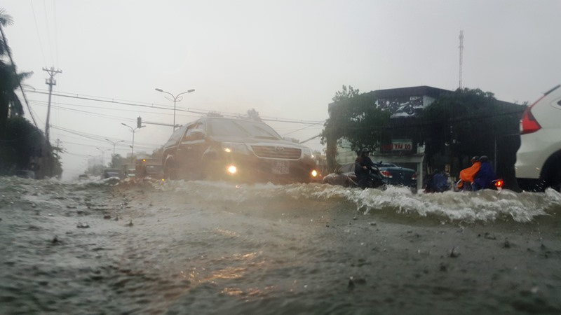 Mưa lớn gây ngập lụt và chia cắt nhiều khu vực ở Hà Tĩnh -0