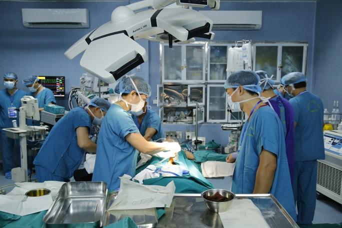 Lần đầu tiên, Việt  Nam chinh phục thành công ca ghép ruột