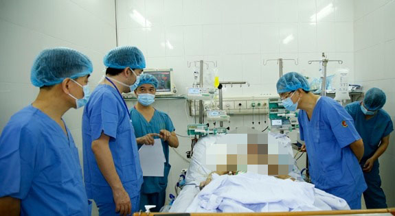 Việt Nam lần đầu tiên ghép ruột từ người cho sống -0