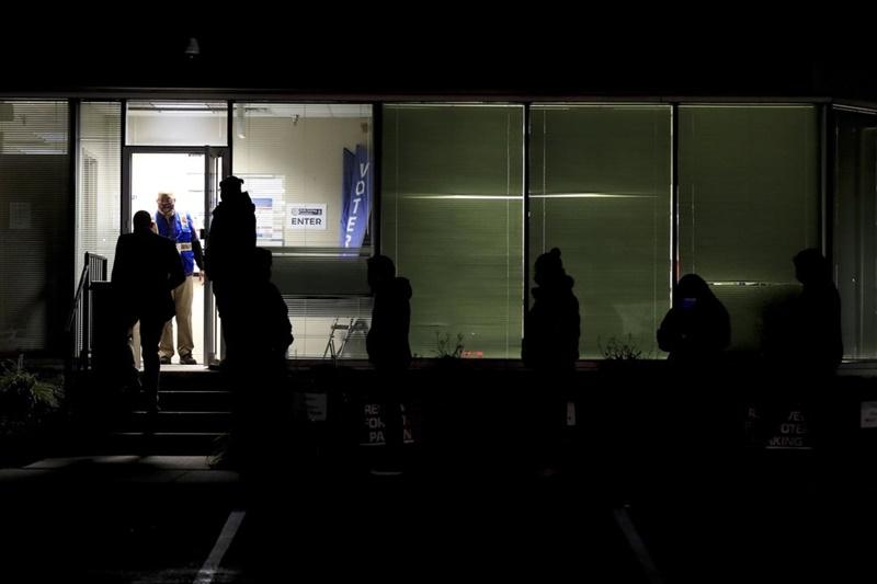 Các điểm bỏ phiếu tại Mỹ mở cửa đón cử tri -0