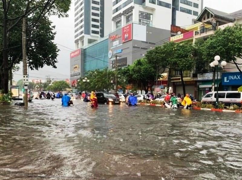 TP Vũng Tàu chìm trong biển nước sau mưa