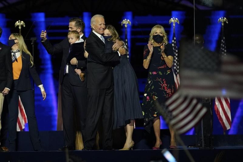 Cuộc bám đuổi gay cấn trong năm ngày bầu cử tại Mỹ -0