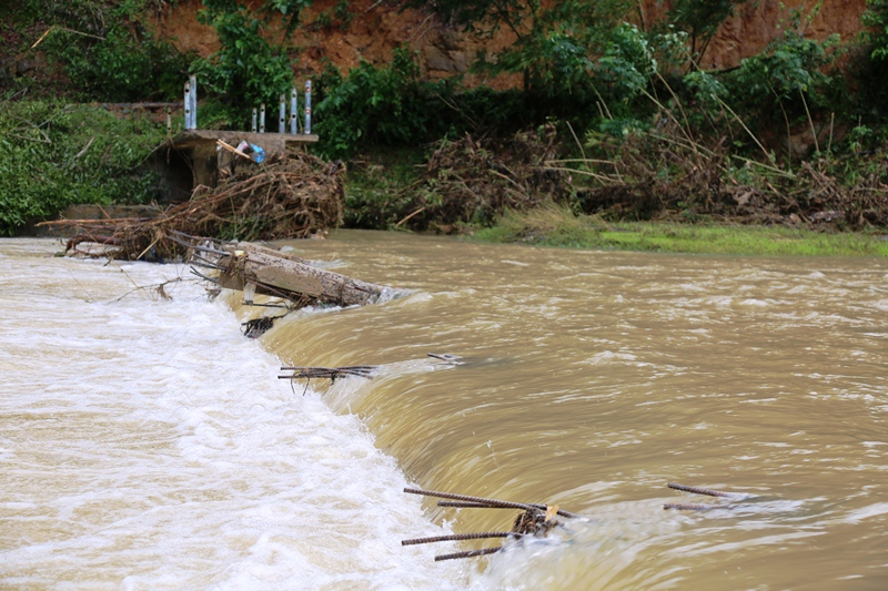 Bão số 12 gây nhiều thiệt hại tại các địa phương -0