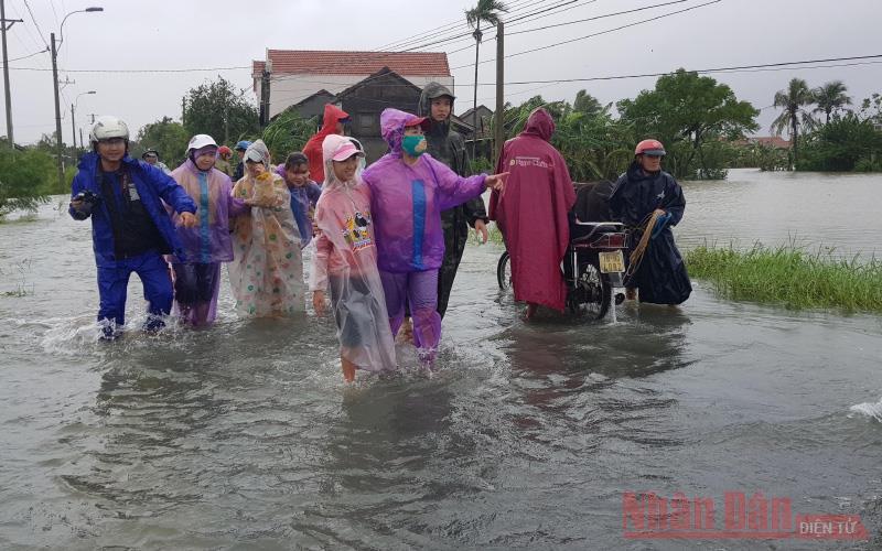 Phú Yên dồn sức khắc phục thiệt hại, chủ động ứng phó lũ bão tiếp theo -0