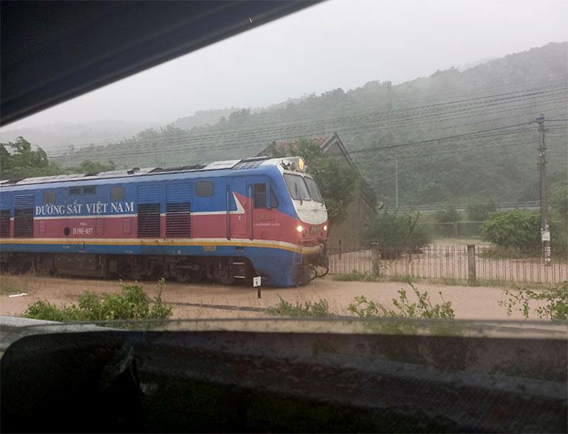 Bão số 12 gây mưa lớn, tốc mái nhiều nhà dân ở Khánh Hòa -0