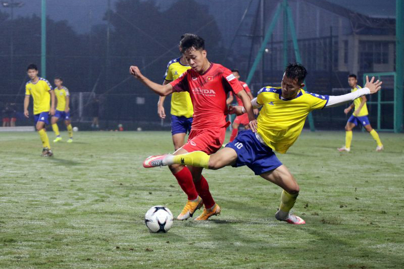 U22 Việt Nam đấu tập áp đảo U21 DNH Nam Định -0