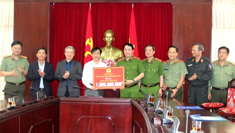 Bộ Công an hỗ trợ Thừa Thiên Huế ba tỷ đồng khắc phục khó khăn sau bão lũ -0