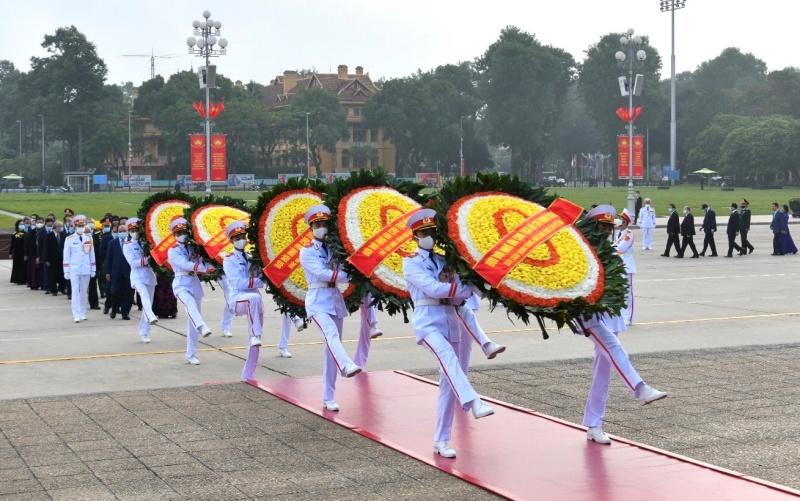 Lãnh đạo Đảng, Nhà nước vào Lăng viếng Chủ tịch Hồ Chí Minh nhân kỷ niệm 90 năm Ngày Truyền thống MTTQ Việt Nam -0