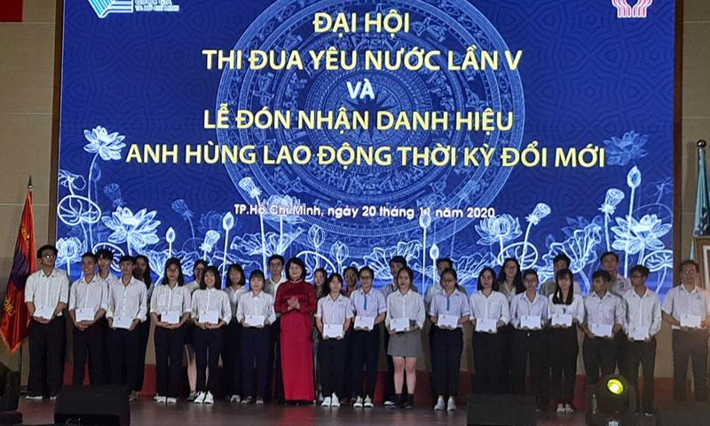 Phó Chủ tịch nước trao danh hiệu Anh hùng Lao động thời kỳ đổi mới cho Đại học Quốc gia TP Hồ Chí Minh -0
