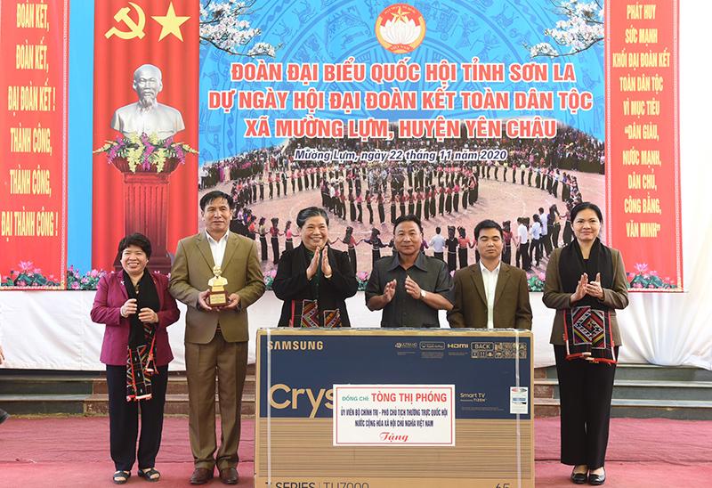 Đồng chí Tòng Thị Phóng dự ngày hội Đại đoàn kết toàn dân tộc tại Sơn La -0