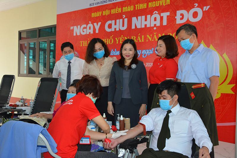 Tiếp nhận 1.000 đơn vị máu tại các ngày hội hiến máu ở Hà Nội, Yên Bái -0