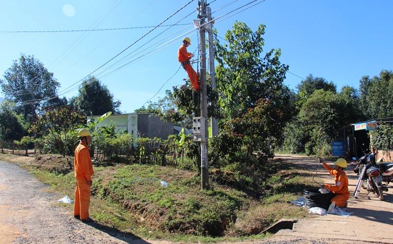 Chiếu sáng hơn 4,1 km đường quê ở Kon Tum
