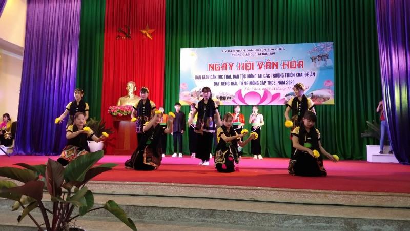 Ngày hội Văn hóa dân gian dân tộc Thái, H'Mông huyện Tủa Chùa -1