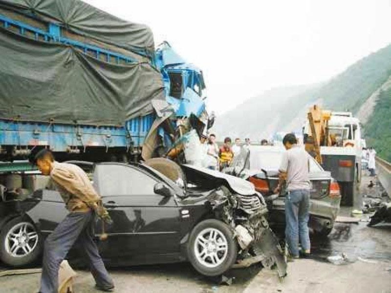43 ô-tô đâm liên hoàn làm bốn người chết tại Thiểm Tây (Trung Quốc) -0