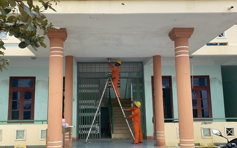 Hỗ trợ sửa, thay thế hệ thống điện cho trường học và trạm y tế vùng lũ Quảng Bình -0
