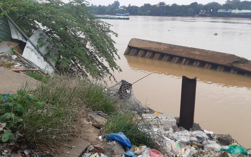 Chậm khắc phục sự cố sập bờ kè chợ xuống sông Đồng Nai -0
