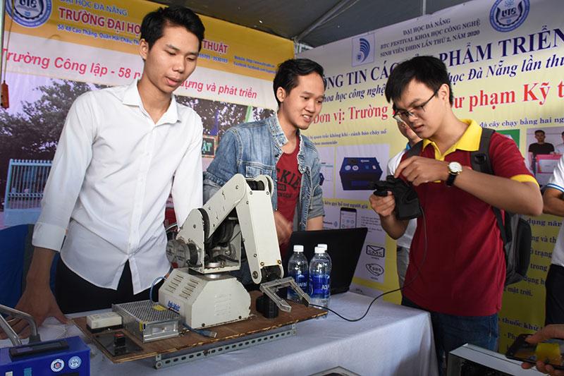 Sinh viên Đà Nẵng với Festival Khoa học Công nghệ năm 2020 -0