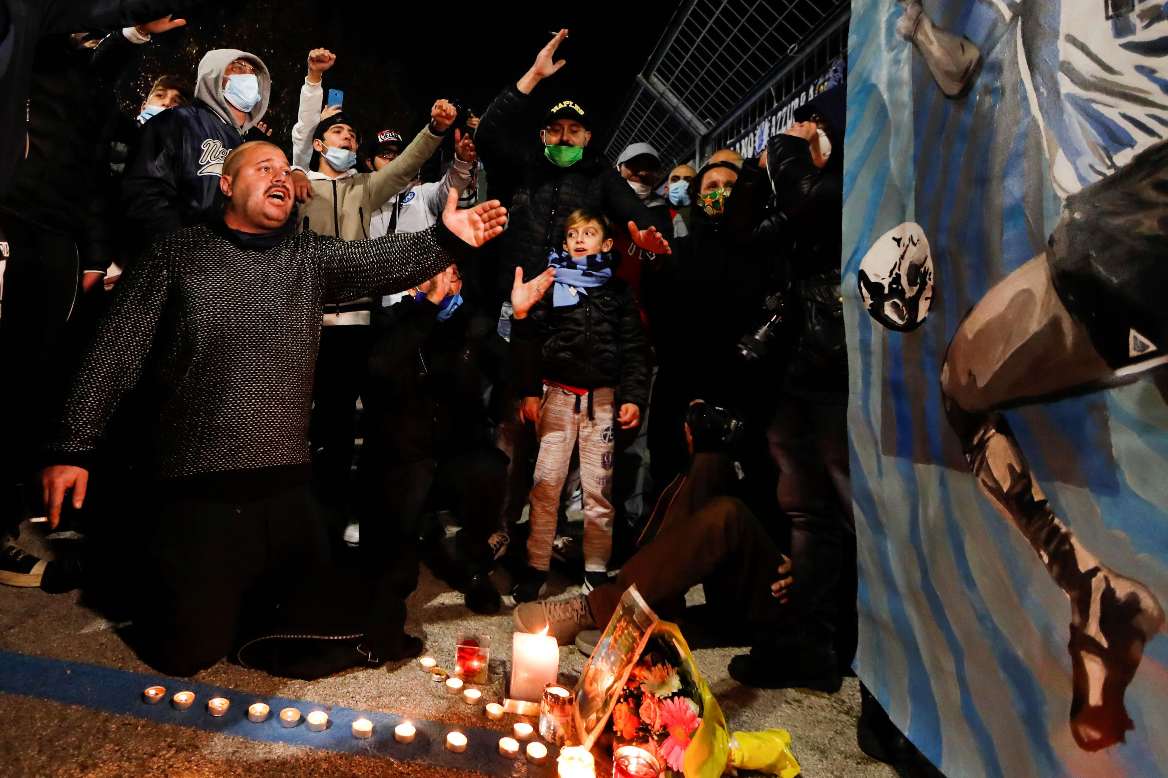 Người hâm mộ khắp thế giới tiếc thương Maradona  -0