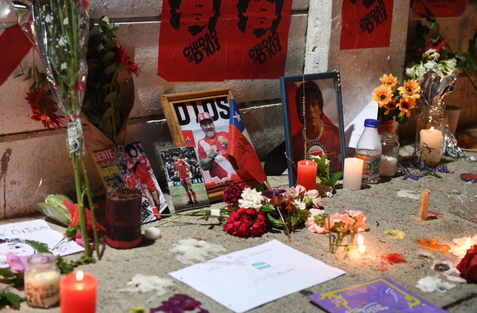 Người hâm mộ khắp thế giới tiếc thương Maradona  -4