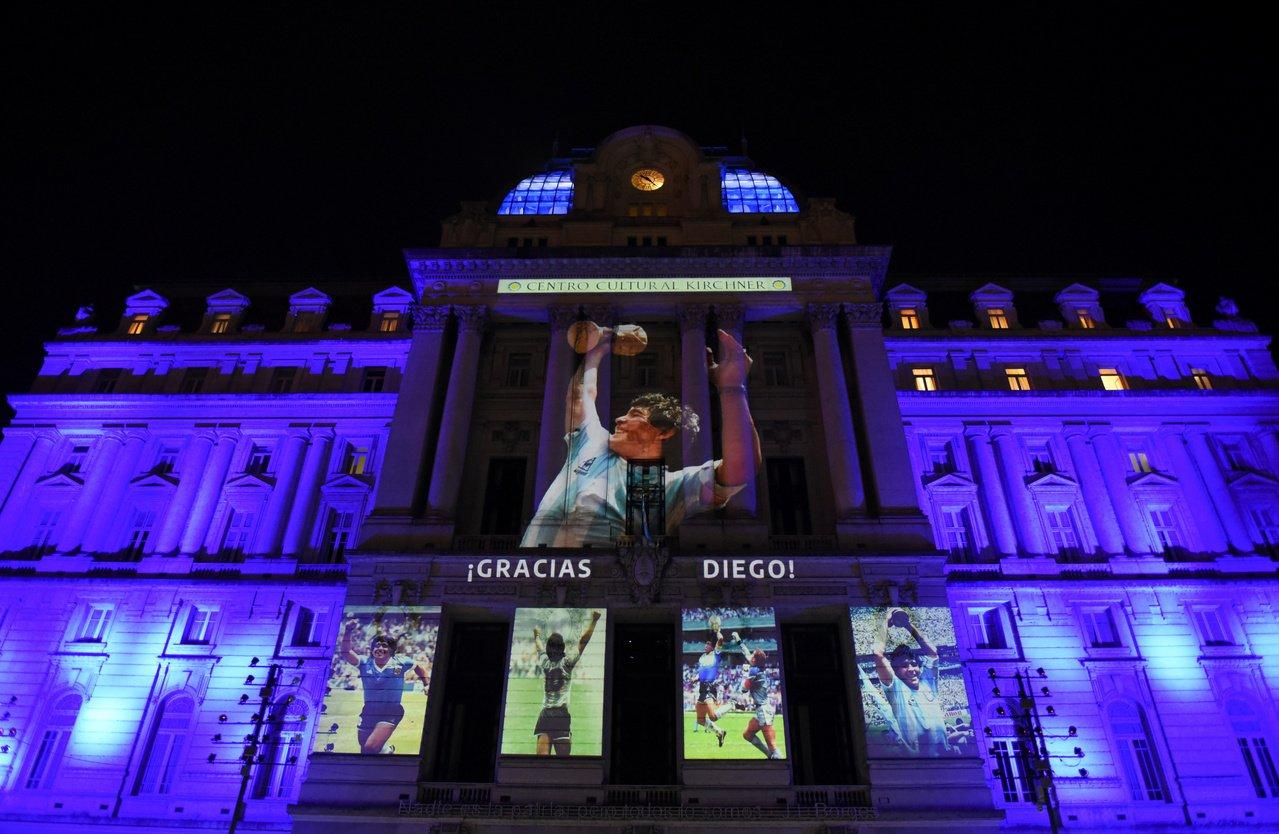 Người hâm mộ khắp thế giới tiếc thương Maradona  -6