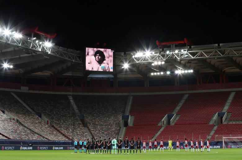 Người hâm mộ khắp thế giới tiếc thương Maradona  -7