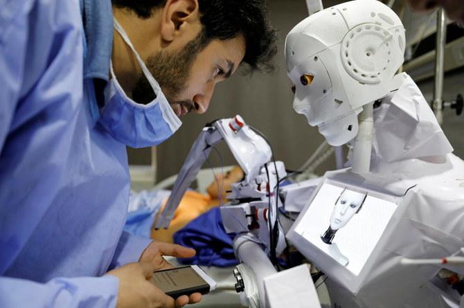 Ai Cập phát minh robot xét nghiệm Covid-19 -0