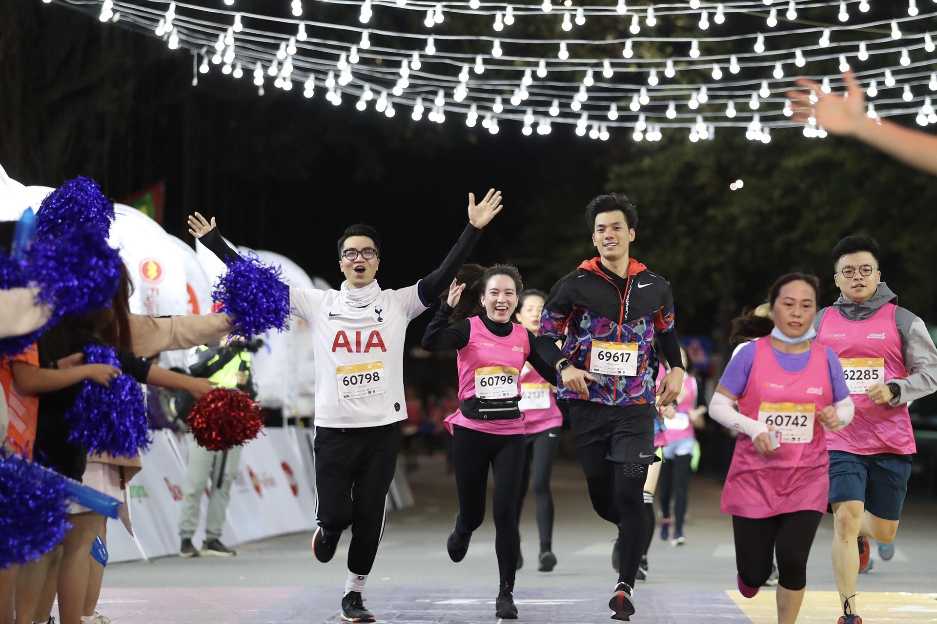 Nhà vô địch giải chạy đêm của Hà Nội -0