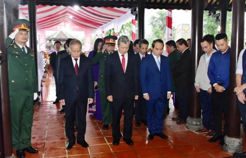 Thủ tướng Nguyễn Xuân Phúc dâng hương kỷ niệm 100 năm Ngày sinh Chủ tịch nước Lê Đức Anh -0