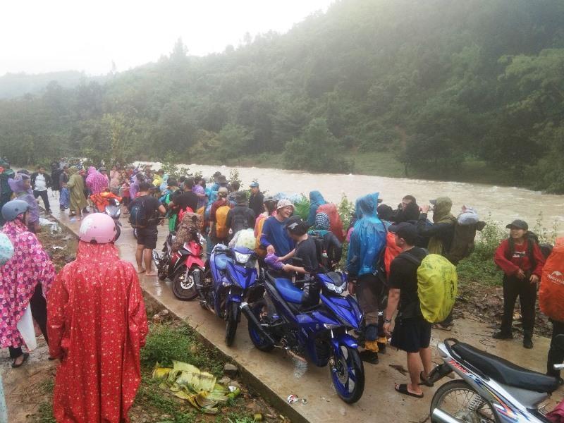 45 người mắc kẹt trên núi Khánh Sơn (Khánh Hòa) đã về an toàn -0