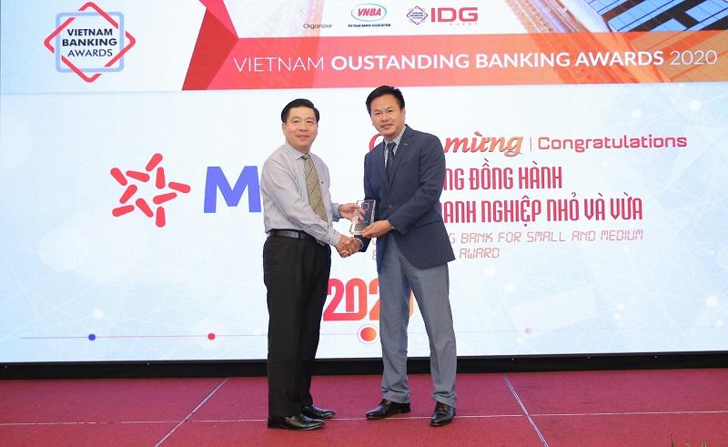 """MB được vinh danh """"ngân hàng tiêu biểu về tín dụng xanh"""" và  """"Ngân hàng đồng hành cùng doanh nghiệp SME"""" -0"""