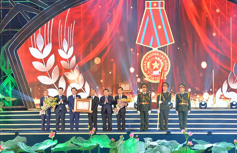 Lễ công nhận huyện Yên Thành đạt chuẩn Nông thôn mới năm 2019 và đón nhận Huân chương Lao động hạng ba -0