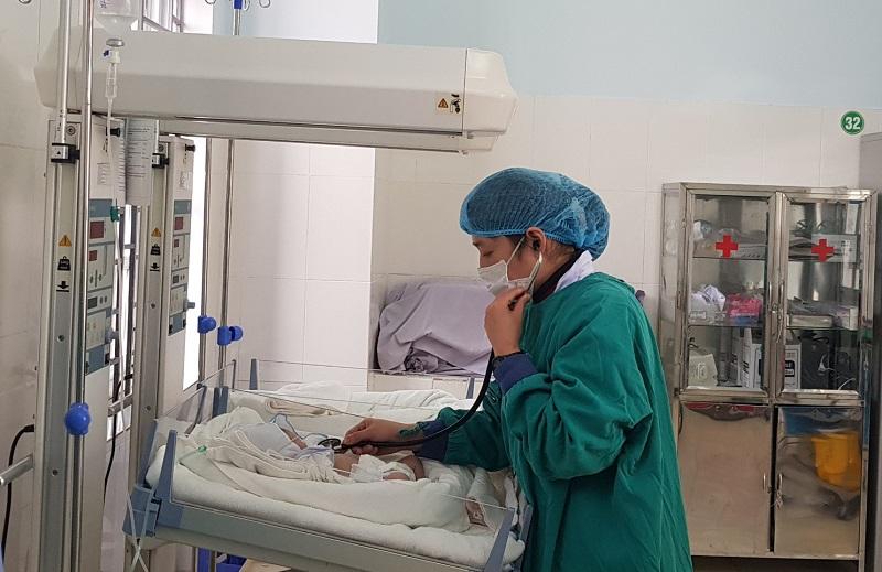 Trẻ sinh non được nuôi sống khỏe mạnh tại bệnh viện tuyến huyện -0