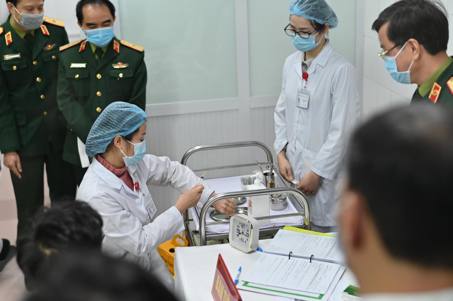 Sau 72 giờ tiêm thử nghiệm vaccine Nanocovax, sức khỏe tình nguyện viên ra sao? -0