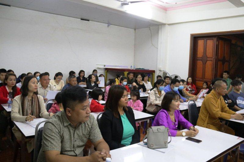Mở lớp ngoại ngữ miễn phí cho kiều bào tại Lào -0