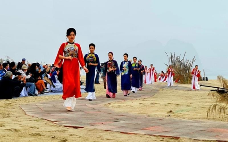 """""""Festival Áo dài Quảng Ninh 2020 - miền di sản"""" -0"""