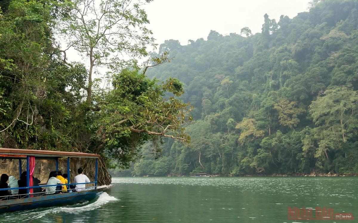 Hồ Ba Bể - viên ngọc bích miền thượng du -0