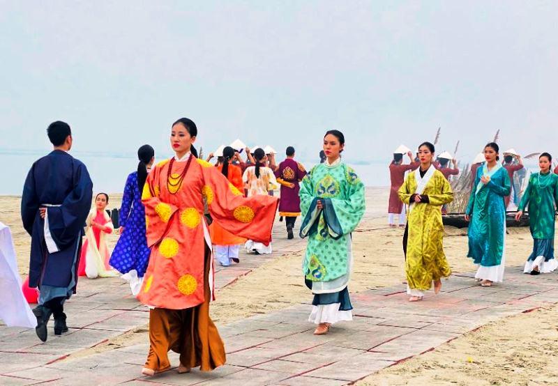 Quảng Ninh đón hơn 140 nghìn lượt du khách những ngày đầu năm -0